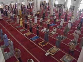 صورة رئيس الجمهورية يقرر فتح المساجد لاداء صلاة الجمعة ابتداء من الــ 6 نوفمبر المقبل